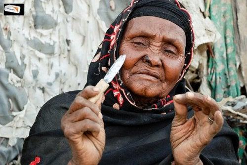 Mutilarea genitală a femeilor este un ritual inițiatic cumplit