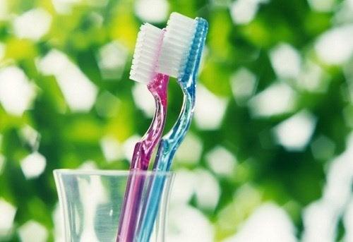 Ai grijă cum folosești periuța de dinți când îți speli dantura