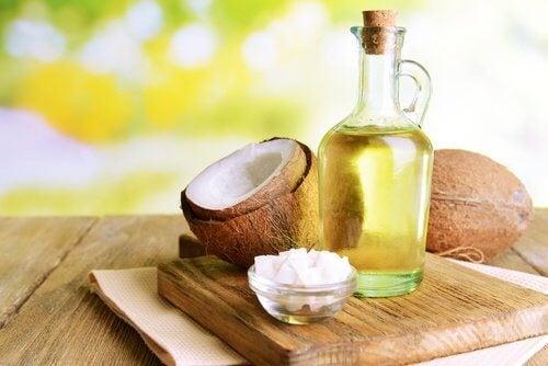 Remedii naturiste pentru cearcăne cu ulei de nucă de cocos