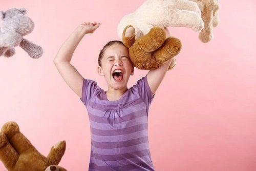 Tehnicile Montessori te ajută să ții sub control accesele de furie ale copiilor