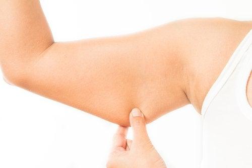 Următoarele trucuri te ajută să-ți tonifiezi brațele