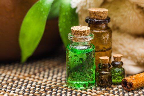 Diverse uleiuri naturale sunt utile pentru a îndepărta unghiile încarnate