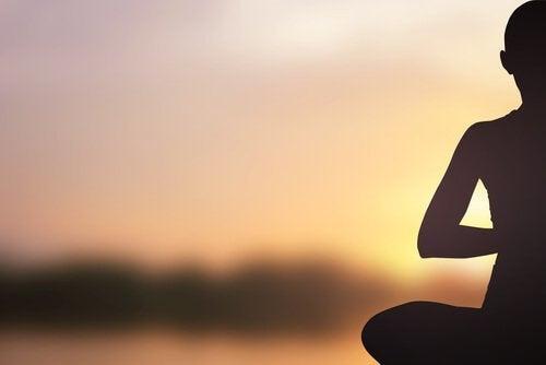 Beneficii psihologice ale practicii yoga pentru eliberarea de stres