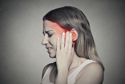 Țiuitul din urechi poate avea mai multe cauze
