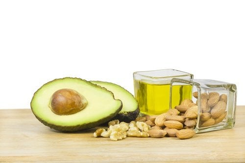 Alimentația nesănătoasă este printre cauzele grăsimii abdominale