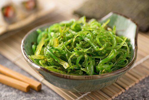 Alimente care reduc oboseala precum algele