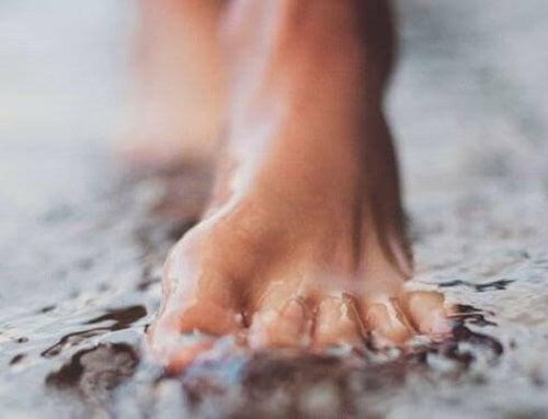 Picioare în apă rece
