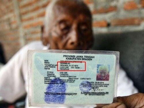 Bărbatul de 145 de ani cu certificatul de naștere