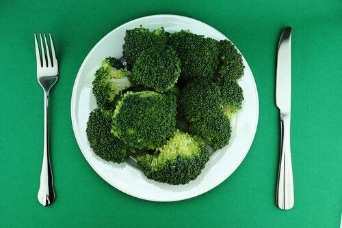 Broccoli este bun pentru sănătate pentru că reglează glanda tiroidă