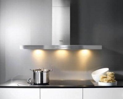 Bucătărie curată și modernă