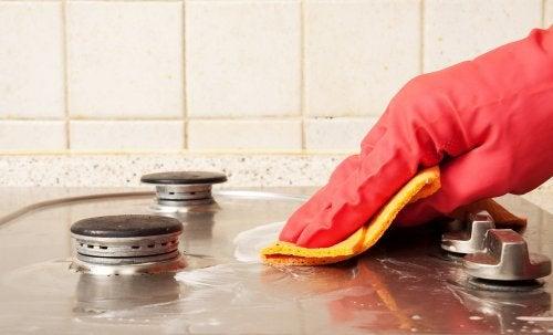 6 trucuri simple pentru o bucătărie curată