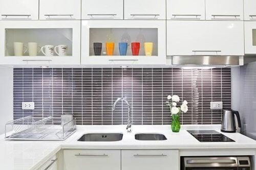 Bucătărie curată și strălucitoare