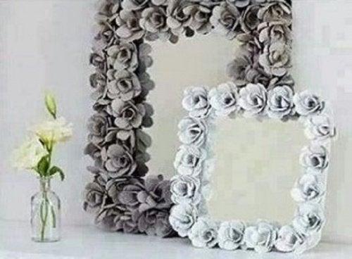 Cofrajele de ouă transformate în ramă pentru oglinzi