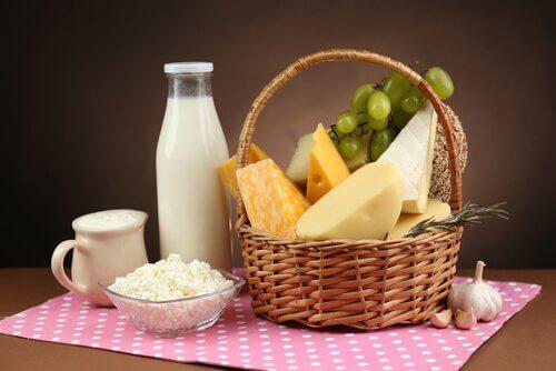 Densitatea osoasă după menopauză menținută cu alimente bogate în calciu