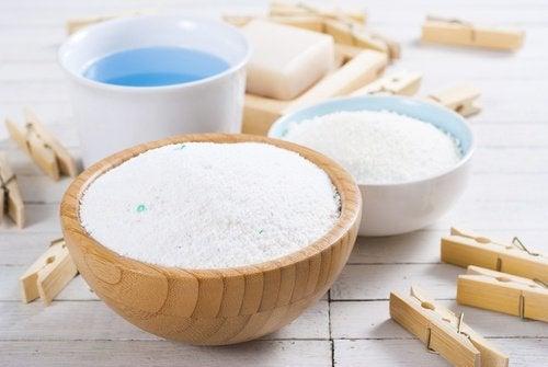 Detergent pentru curățarea arsurii de pe fierul de călcat