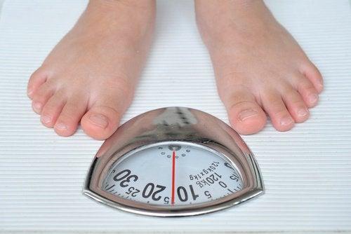 Dezechilibrele hormonale pot provoca câștig în greutate