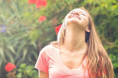 Aceste exerciții simple te ajută să ameliorezi durerile cervicale