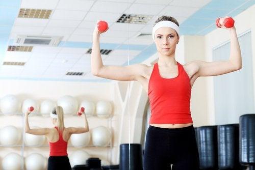 Exercițiile fizice ameliorează spasmele musculare