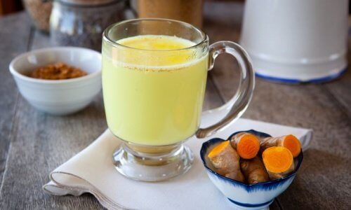 Limonada detoxifianta cu ghimbir si mere - Bautura detoxifianta cu ghimbir