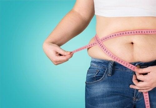 Grăsimea abdominală poate avea diverse cauze