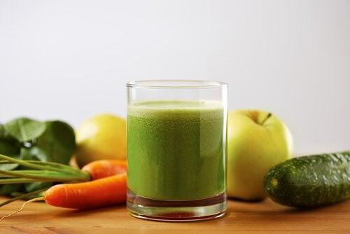Poți combate hipertensiunea arterială cu diverse băuturi naturale
