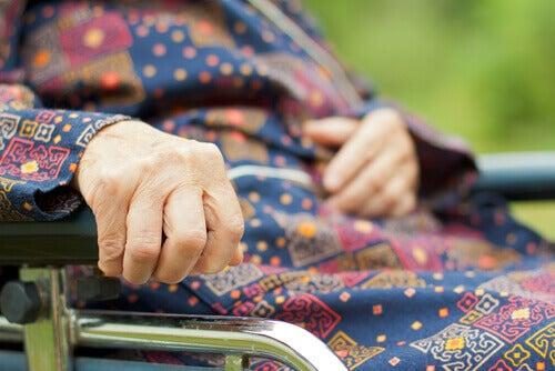 Indigestia se numără printre simptomele bolii Parkinson