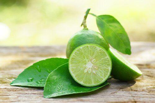 Nutrienții din lămâie ajută la slăbit