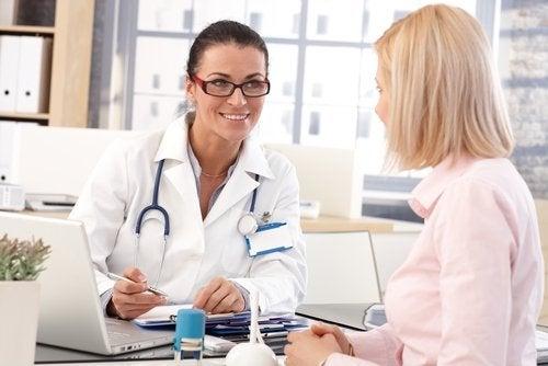 Medicul îți poate spune ce să faci ca să te simți bine la menopauză