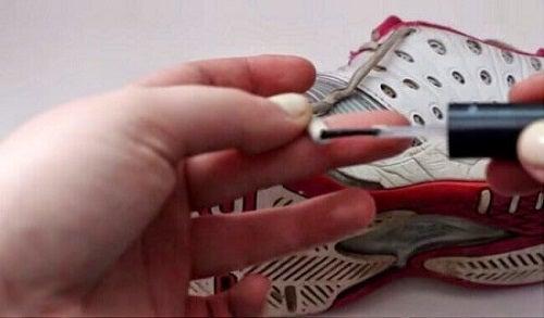 Oja previne destrămarea șireturilor