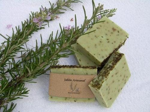 Rețetă de săpun de rozmarin pentru pielea grasă