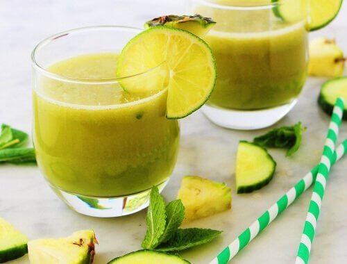 Un smoothie cu mere și ananas are proprietăți relaxante