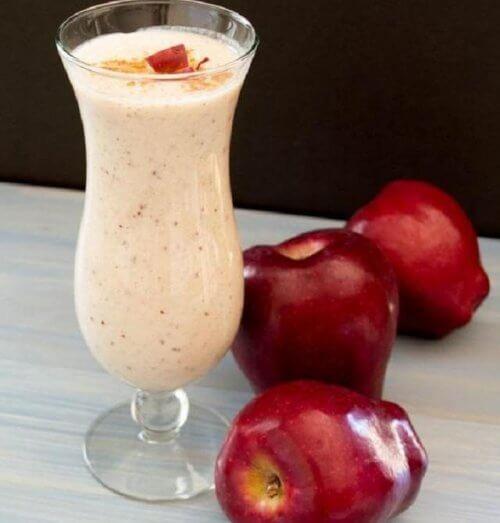 Un smoothie cu mere și scorțișoară este foarte sănătos