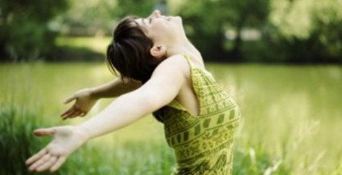 Aceste afirmații pozitive te ajută să fii fericit