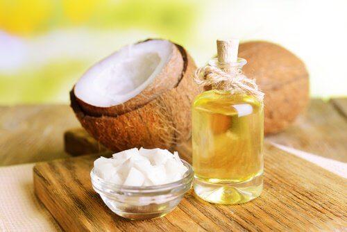 Ulei de cocos pe lista de alimente pentru prevenirea candidozei