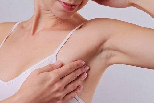 Printre altele, bicarbonatul de sodiu îți protejează axilele