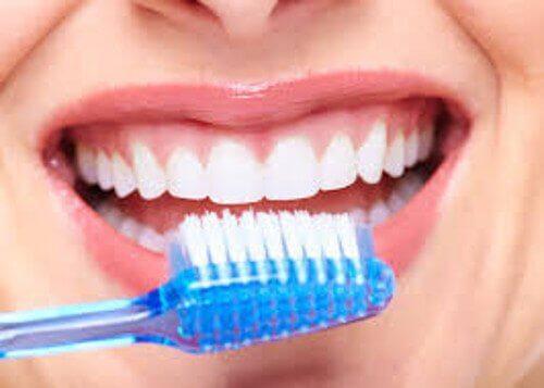 Printre altele, bicarbonatul de sodiu îți menține dinții sănătoși