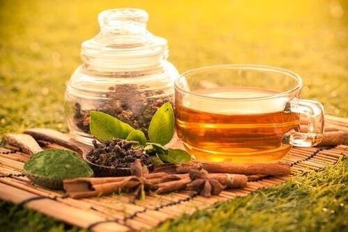 Ceaiul verde este o băutură foarte sănătoasă