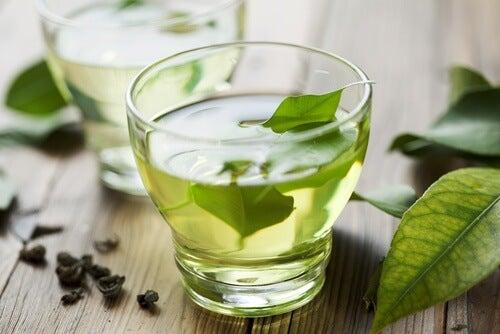 Ceaiul verde are abilitatea de a proteja dantura