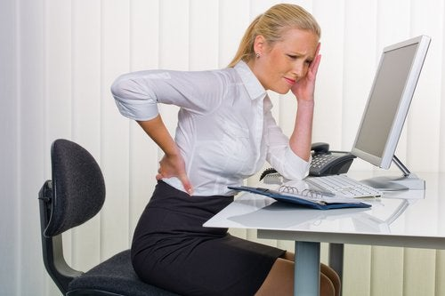 Durerile de spate pot indica o problemă cu rinichii