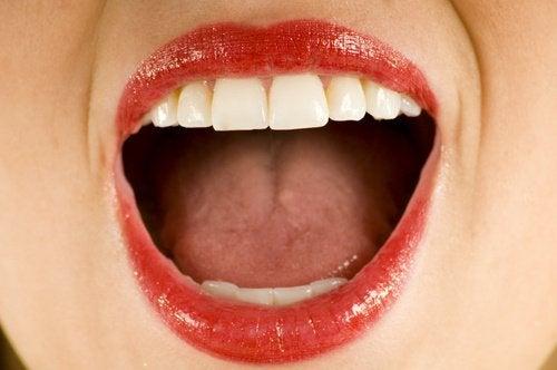 Exerciții faciale pentru cutele din jurul gurii