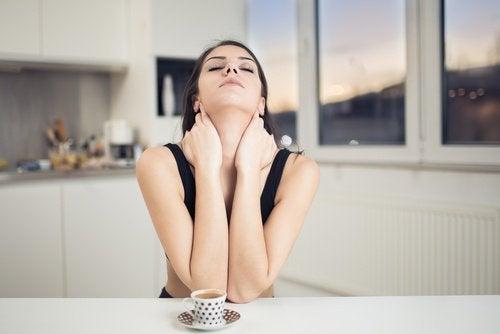 Exerciții faciale pentru pielea de pe gât