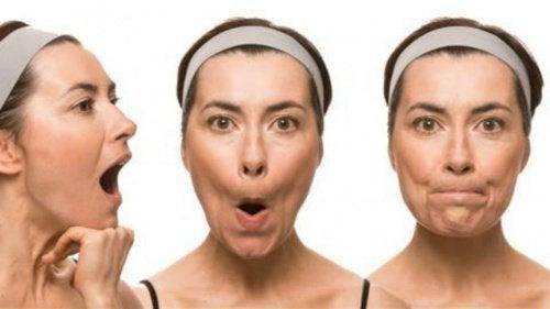 7 exerciții faciale care previn ridurile și pielea lăsată