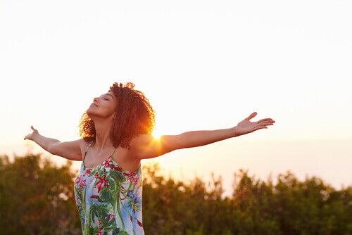 O femeie fericită și liberă