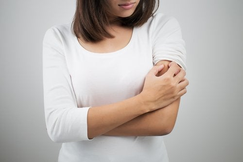 Intoleranța la gluten și coșurile de pe brațe