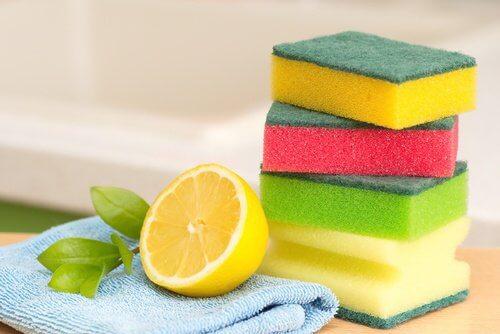 Cum să îți simplifici treburile casnice și să îndepărtezi petele