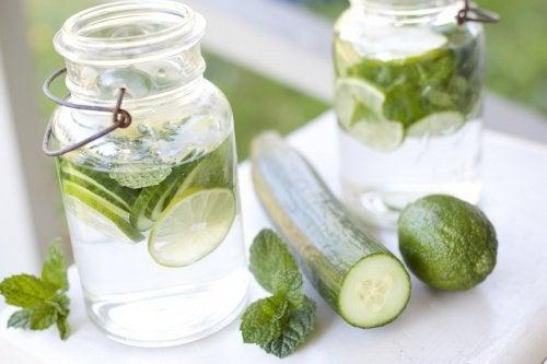 Motive să bei apă cu castravete și zeamă de lămâie