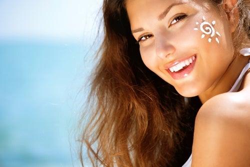Lumina solară este nocivă pentru pielea feței tale