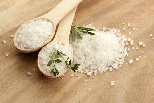 Redu consumul de sare pentru a combate celulita