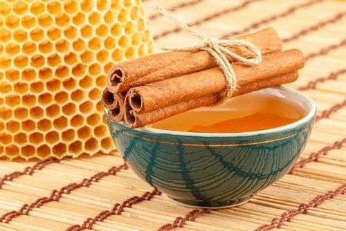 Scorțișoara și mierea te ajută să obții un abdomen plat