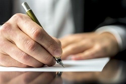Scrisul de mână pe lista de exerciții care antrenează creierul